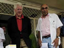 PHOTO: President Bill Clinton stand next to Dr. Bill Pape